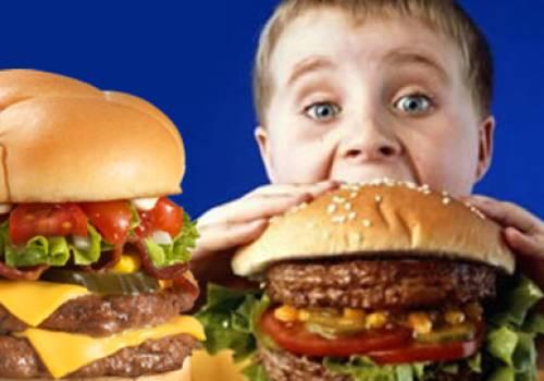 تراكم الدهون على كلى الأطفال بسبب الوجبات السريعة
