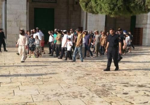 اعتقالات للمقدسيين تسبق اقتحام مئات المستوطنين للأقصى