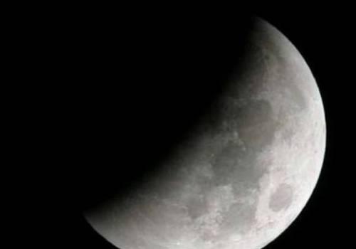 خسوف جزئي القمر .. هل نحتاج حماية لمشاهدته؟؟