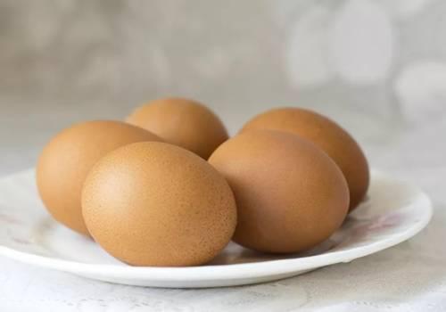 اختبار لا يفشل في 3 ثوان… كيف تعرف البيض الفاسد؟