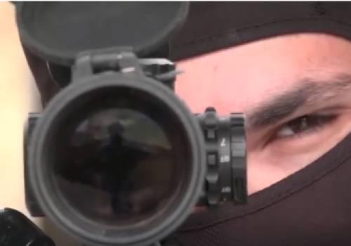 """تدريب لإنقاذ رهائن  الاحتلال : القناصة يطلقون , """" القرود """" تقتحم"""