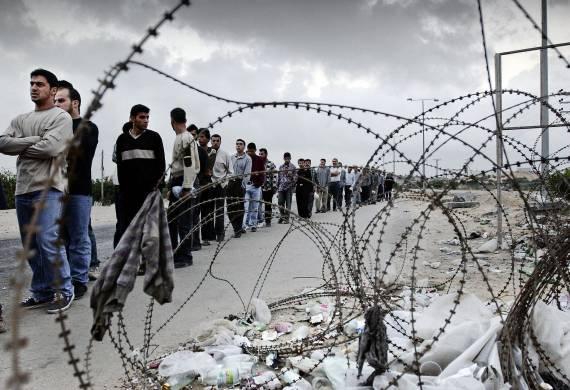 قوات الإحتلال تعتقل عمال فلسطينيين في الداخل المحتل