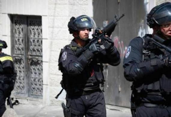 الاحتلال يعتقل 3 شبان من العيسوية